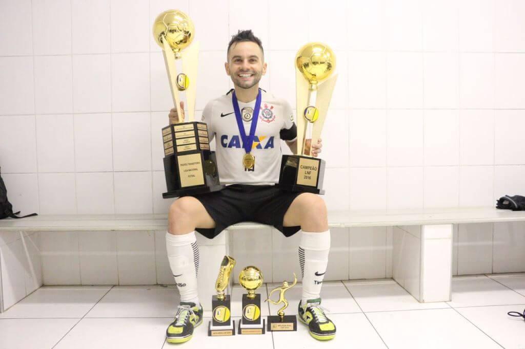 Pivô Deives responde a torcedor em rede social - Central do Timão -  Notícias do Corinthians