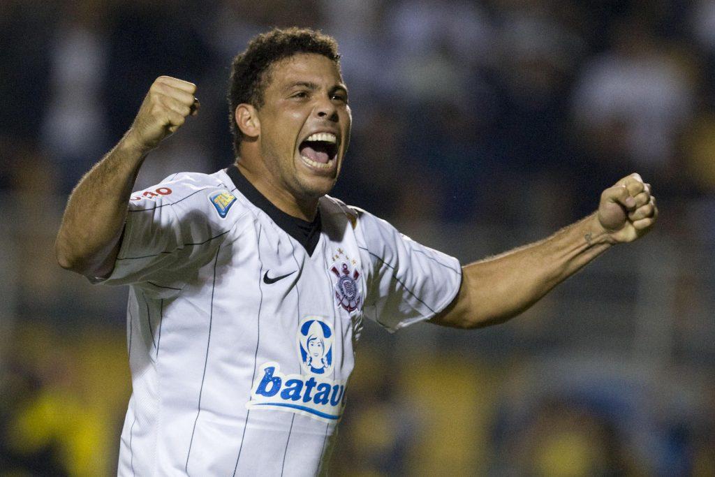 Ronaldo Fenômeno com a camisa do Corinthians