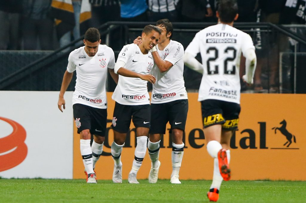 Pedrinho com a camisa do Corinthians