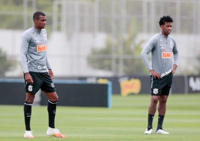 Marllon e Gil em treino do Corinthians no CT Joaquim Grava - Foto: Rodrigo Coca/Ag. Corinthians