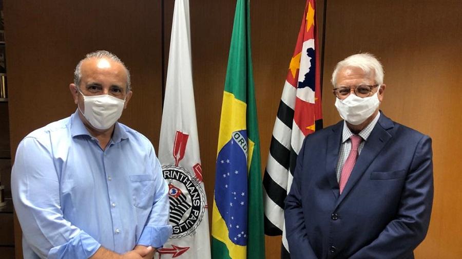 Presidentes escolhidos para o atual triênio: João de Oliveira (E), do Conselho Fiscal, e Ademir Benedito, do Cori. Foto: Agência Corinthians