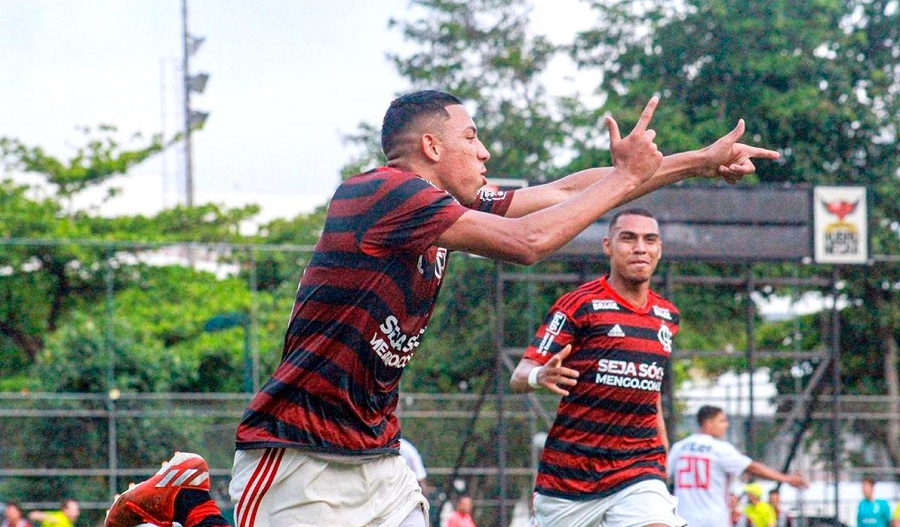 Guilherme Bala comemorando gol pelo Flamengo. Foto Divulgação